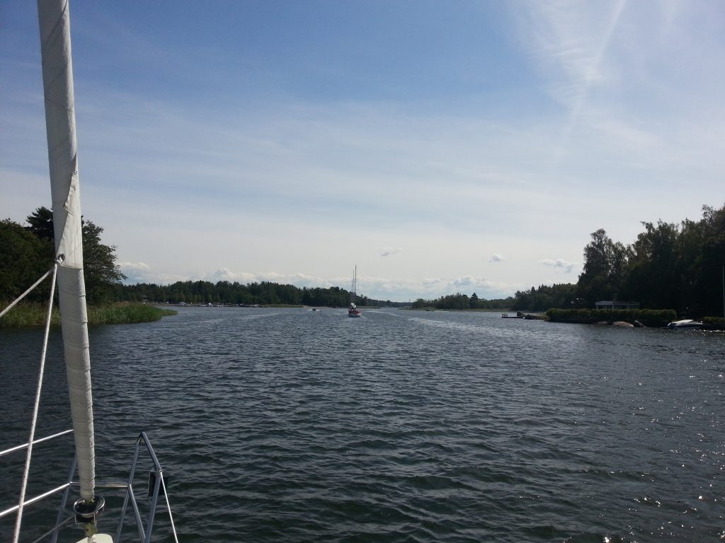 Östmansfjärden in mot Vaasa. Rekommenderas att ta denna väg även om sjökorten skrämmer en lite med djupkurvorna